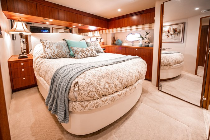 2013 HATTERAS Enclosed Bridge MY Motor Yacht 2725501