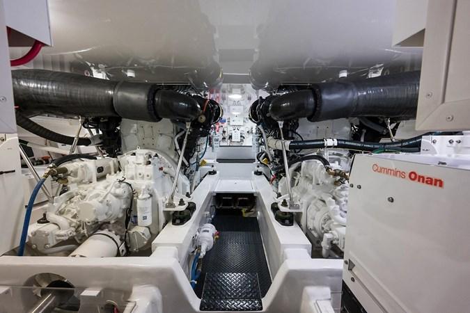 Engine Room 2016 VIKING Convertible Sport Fisherman 2726075