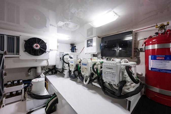 Engine Room 2016 VIKING Convertible Sport Fisherman 2726078