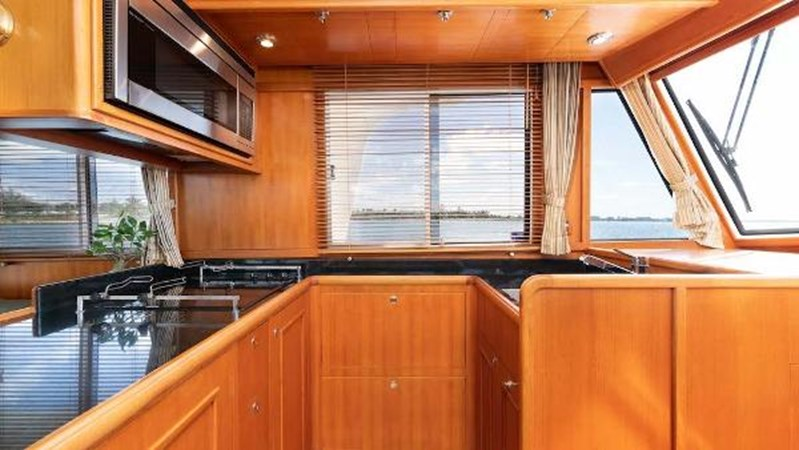 Galley 2 2008 GRAND BANKS  Trawler 2752095
