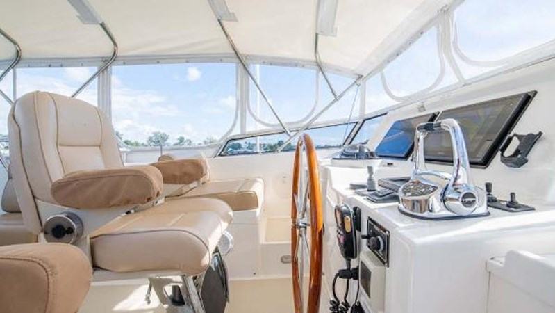 Flybridge Helm  2008 GRAND BANKS  Trawler 2752105