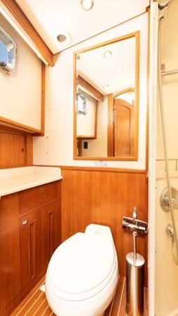 Master Stateroom En-Suite Head 2008 GRAND BANKS  Trawler 2752120