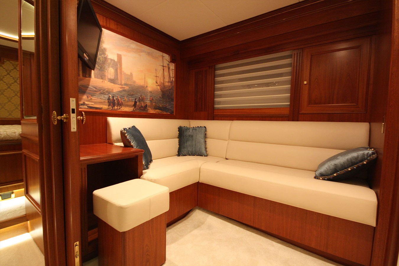 27-Lower Salon 2014 VAN DER VALK Continental II Cruiser 2727295