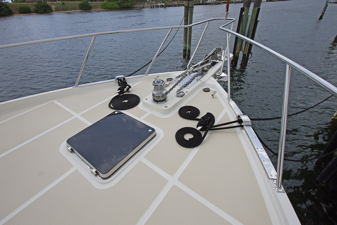 Foredeck 2007 OFFSHORE YACHTS  Motor Yacht 2728179