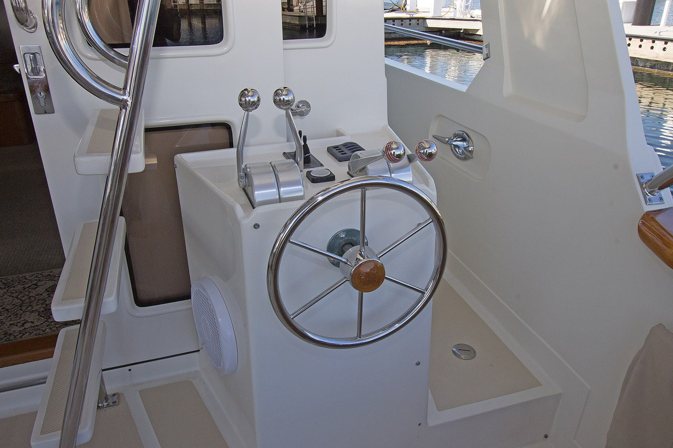 Cockpit Control Station 2007 OFFSHORE YACHTS  Motor Yacht 2728182