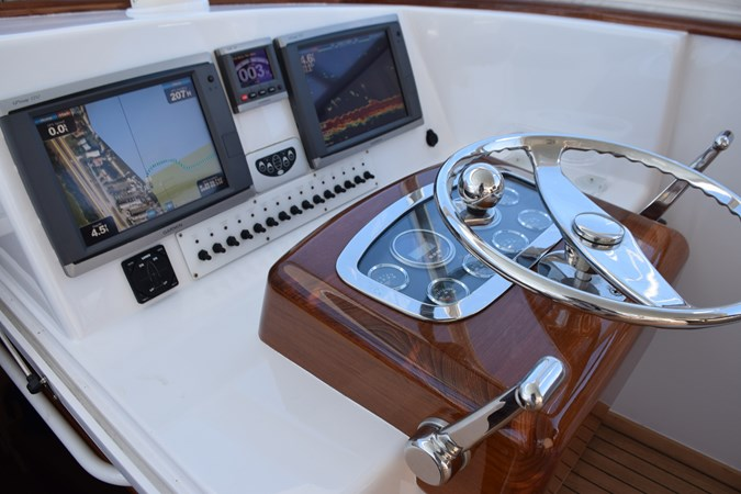 Custom helm with classic teak pod and single lever controls 2015 CUSTOM CAROLINA WARREN O'NEAL 2015 REBUILD Sport Fisherman 2728563