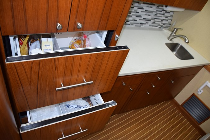 Refrigerator and freezer drawers with icemaker 2015 CUSTOM CAROLINA WARREN O'NEAL 2015 REBUILD Sport Fisherman 2728584