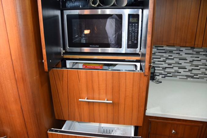 Microwave above refrigeration 2015 CUSTOM CAROLINA WARREN O'NEAL 2015 REBUILD Sport Fisherman 2728586