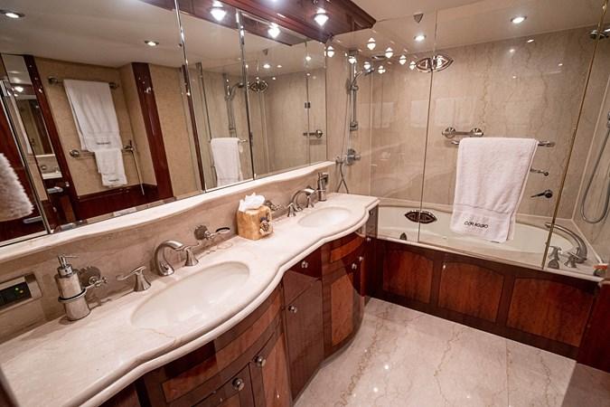 Master Bath 2004 LAZZARA  Motor Yacht 2744092