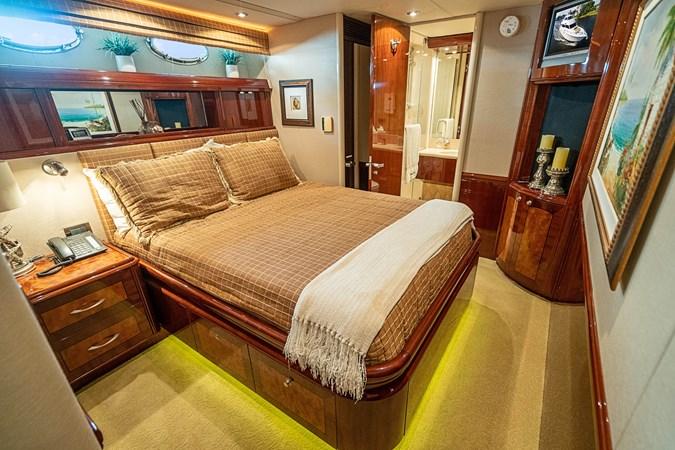 Queen Guest Stateroom 2004 LAZZARA  Motor Yacht 2744093