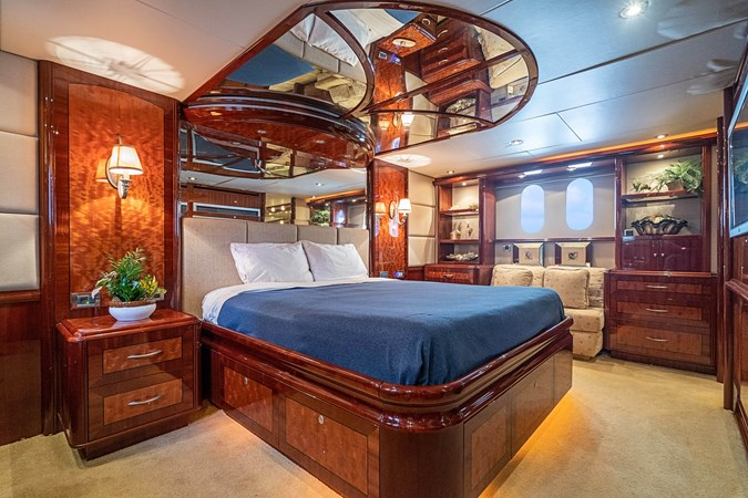 Master Stateroom 2004 LAZZARA  Motor Yacht 2744136