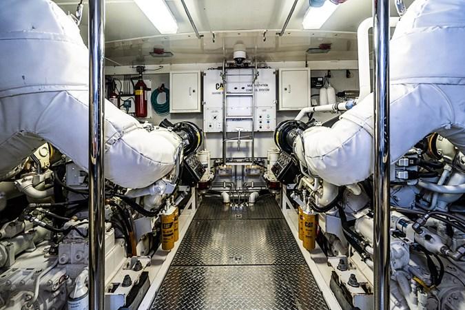 Engine Room 2004 LAZZARA  Motor Yacht 2744162