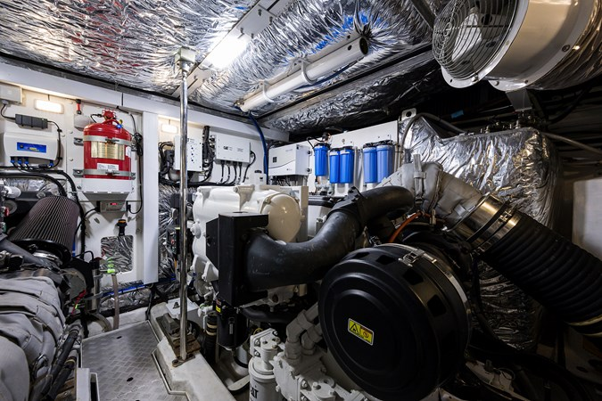 Engine Room 2017 PRINCESS YACHTS Flybridge Motoryacht Motor Yacht 2730203