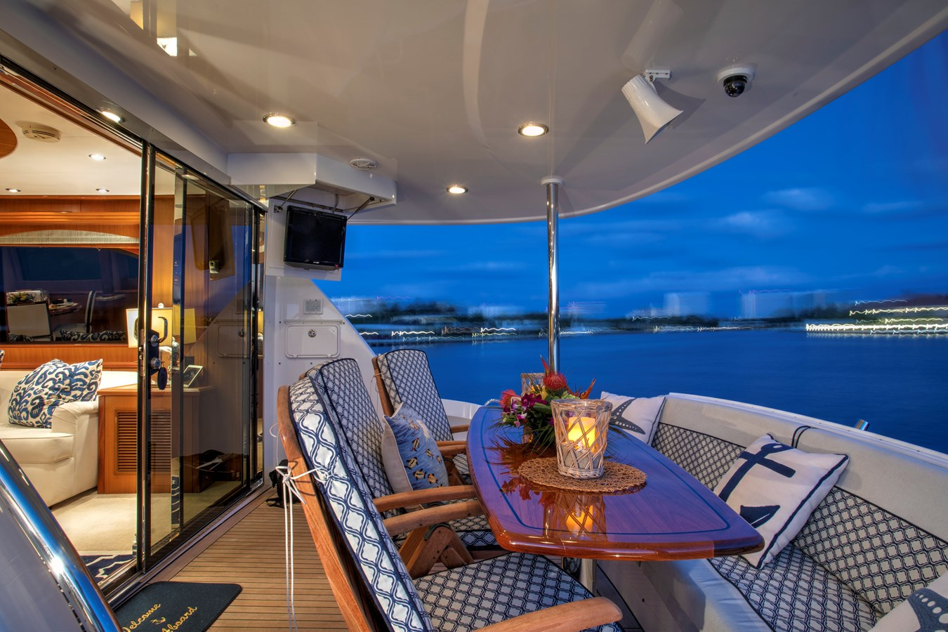 Aft Deck Dining Area 2008 HATTERAS 72  Motor Yacht 2738585