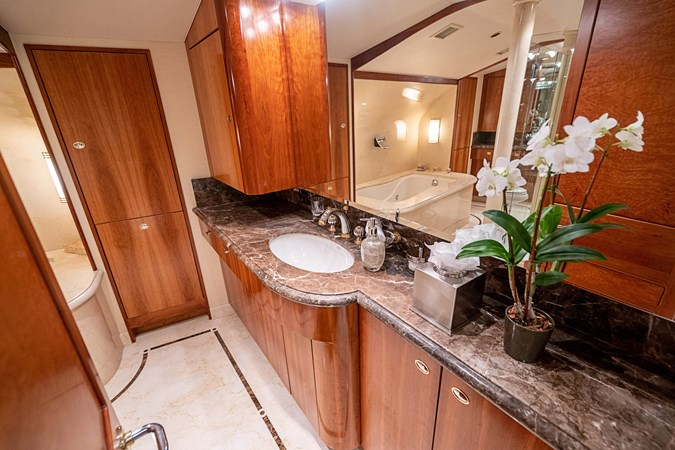 Master His and Her Bath 2005 WESTPORT Tri-Deck MY Motor Yacht 2744201