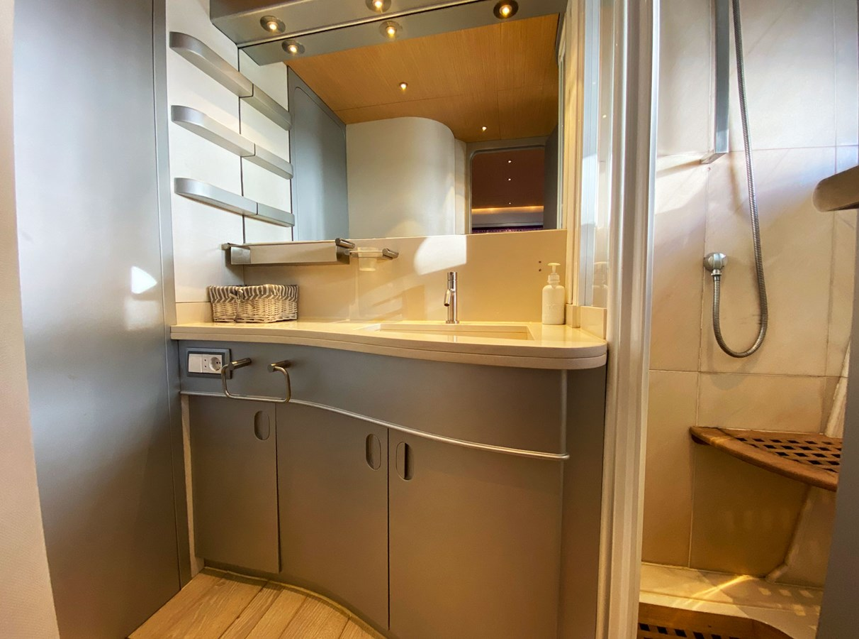 Mondomarine 85 Petardo - Bathroom 1995 MondoMarine 85 C Motor Yacht 2735400