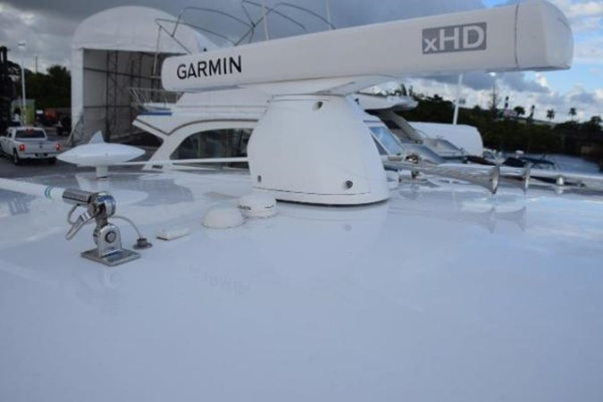Open array radar 2010 INTREPID POWERBOATS INC. Intrepid Sport Yacht with Seakeeper Gyro Walkaround 2761062