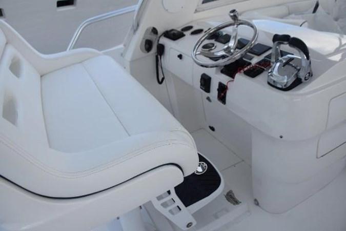 Electric adjustable helm bench 2010 INTREPID POWERBOATS INC. Intrepid Sport Yacht with Seakeeper Gyro Walkaround 2761066