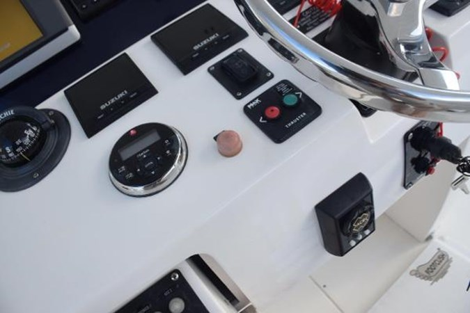 Bow thruster 2010 INTREPID POWERBOATS INC. Intrepid Sport Yacht with Seakeeper Gyro Walkaround 2761076