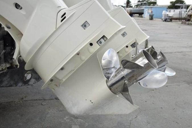 350hp Sukuki have duo-props 2010 INTREPID POWERBOATS INC. Intrepid Sport Yacht with Seakeeper Gyro Walkaround 2761094