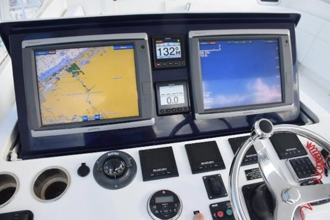 Electric raised electronics console 2010 INTREPID POWERBOATS INC. Intrepid Sport Yacht with Seakeeper Gyro Walkaround 2761100