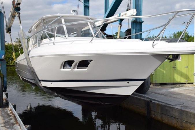 Dropping in 2010 INTREPID POWERBOATS INC. Intrepid Sport Yacht with Seakeeper Gyro Walkaround 2773358