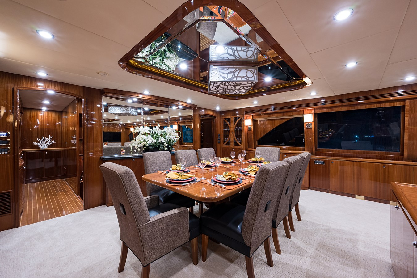 Dining 2010 HARGRAVE  Motor Yacht 2746492