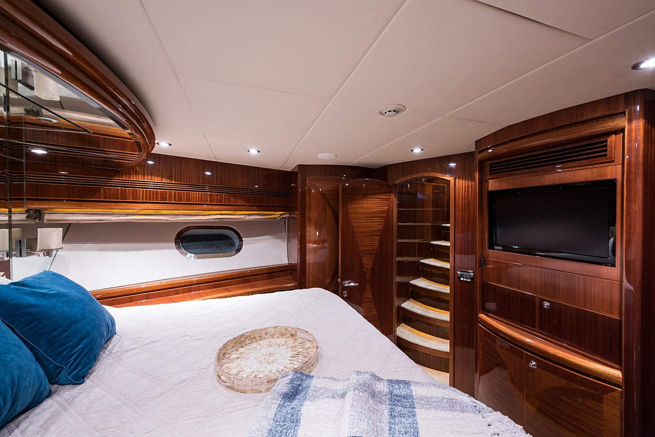 Forward Stateroom 2010 HARGRAVE  Motor Yacht 2746665
