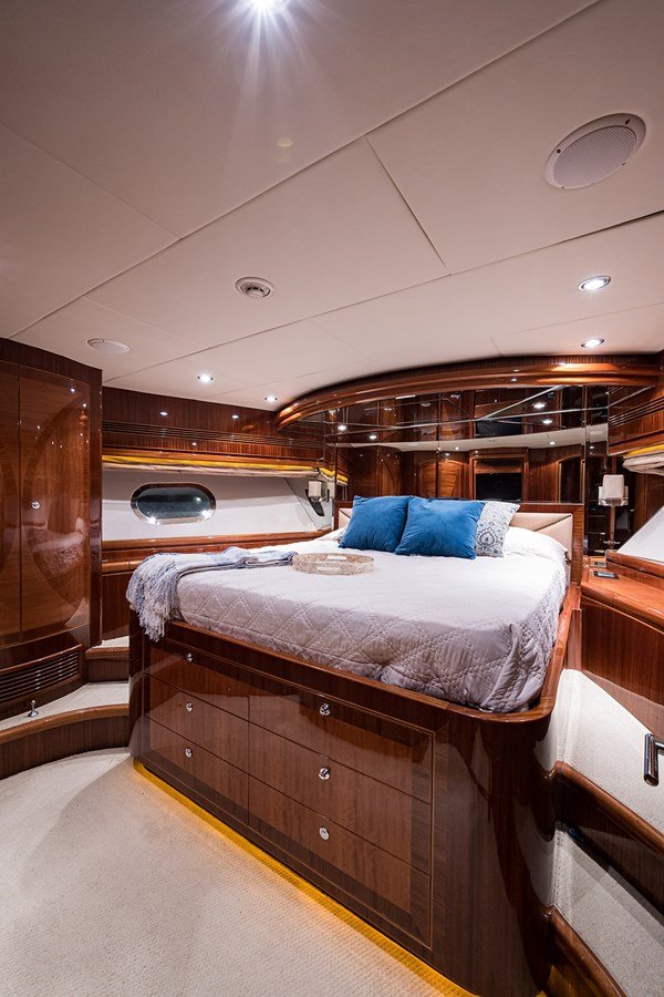 Forward Stateroom 2010 HARGRAVE  Motor Yacht 2746667