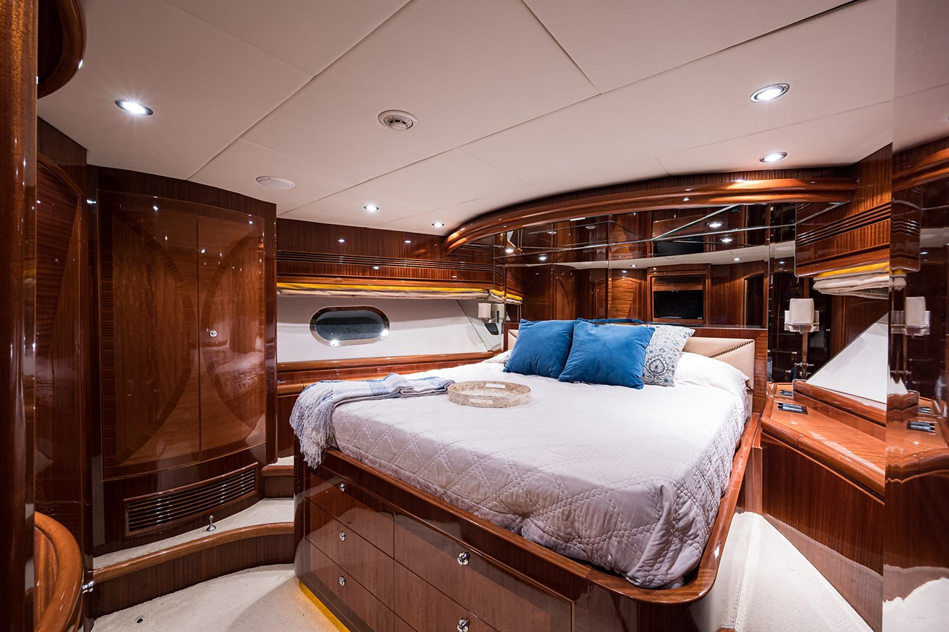 Forward Stateroom 2010 HARGRAVE  Motor Yacht 2746669