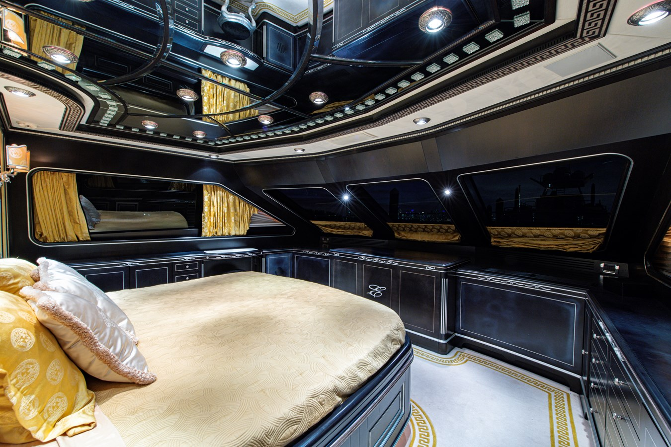 On Deck Master Stateroom 2006 BENETTI Tradition Series Motor Yacht 2738523