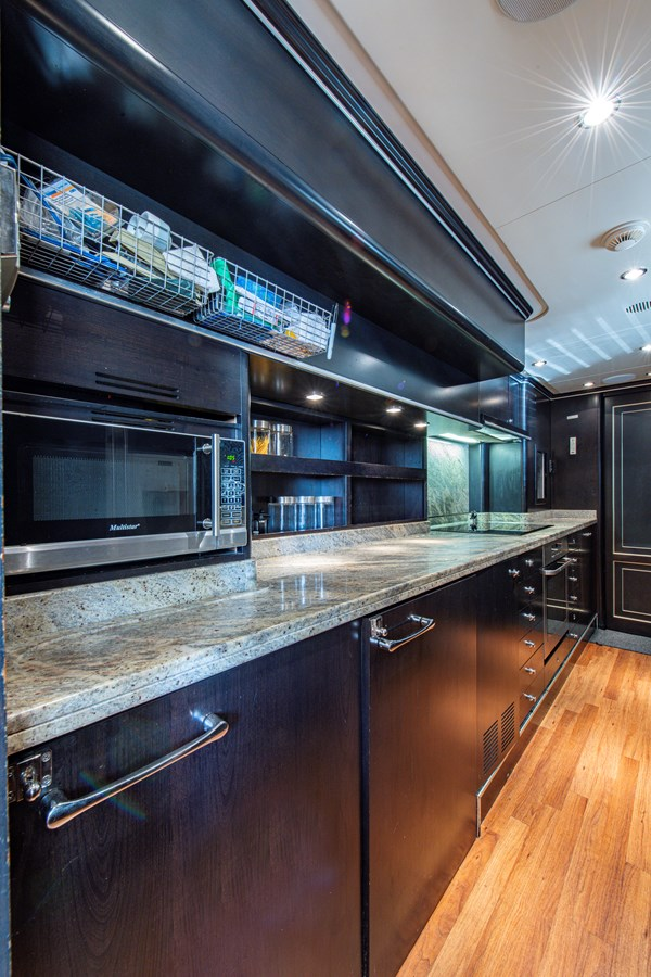 Galley 2006 BENETTI Tradition Series Motor Yacht 2738551