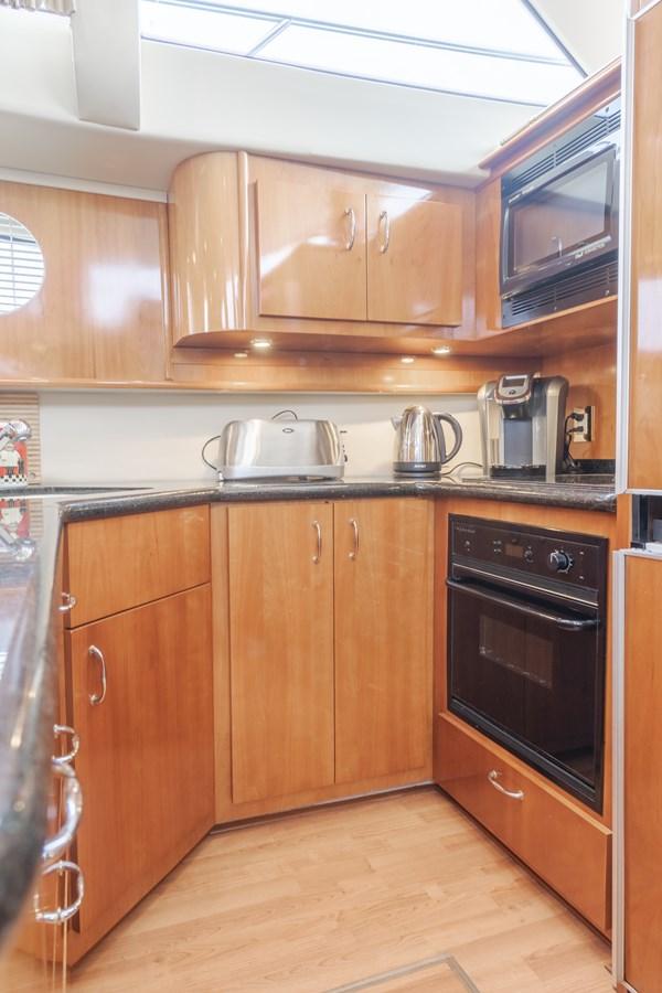 DSC03598-HDR 2005 CARVER  Motor Yacht 2737811
