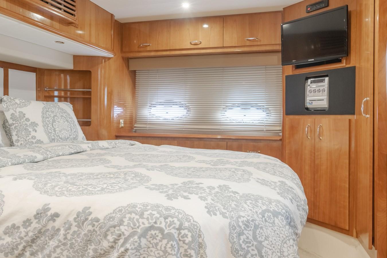 DSC03614-HDR 2005 CARVER  Motor Yacht 2737820