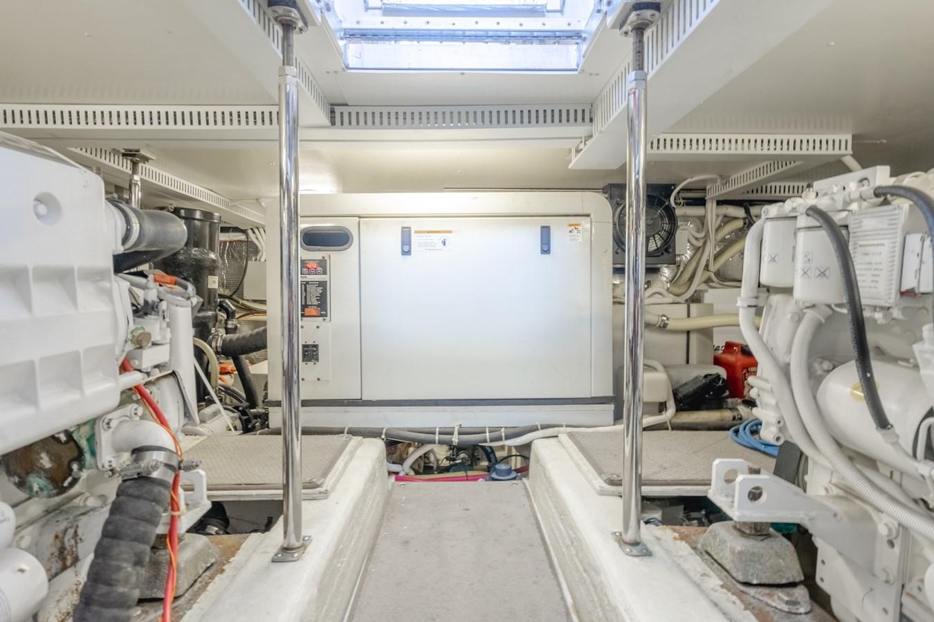DSC03549-HDR 2005 CARVER  Motor Yacht 2737821