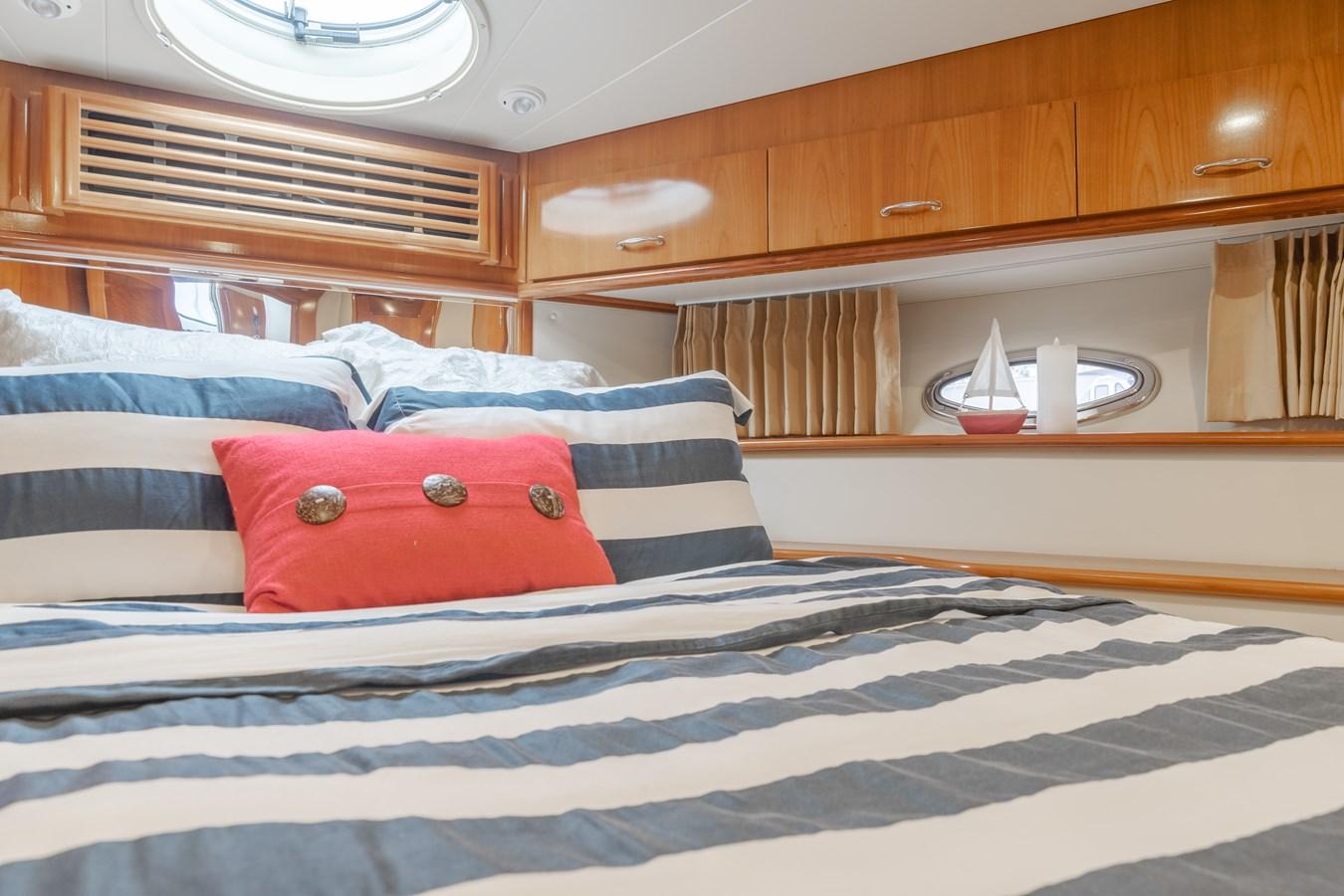 DSC03474-HDR 2005 CARVER  Motor Yacht 2737822
