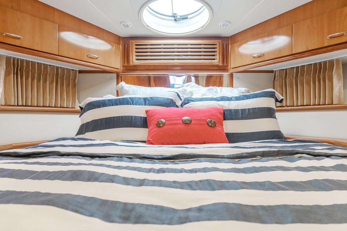 DSC03468-HDR 2005 CARVER  Motor Yacht 2737825