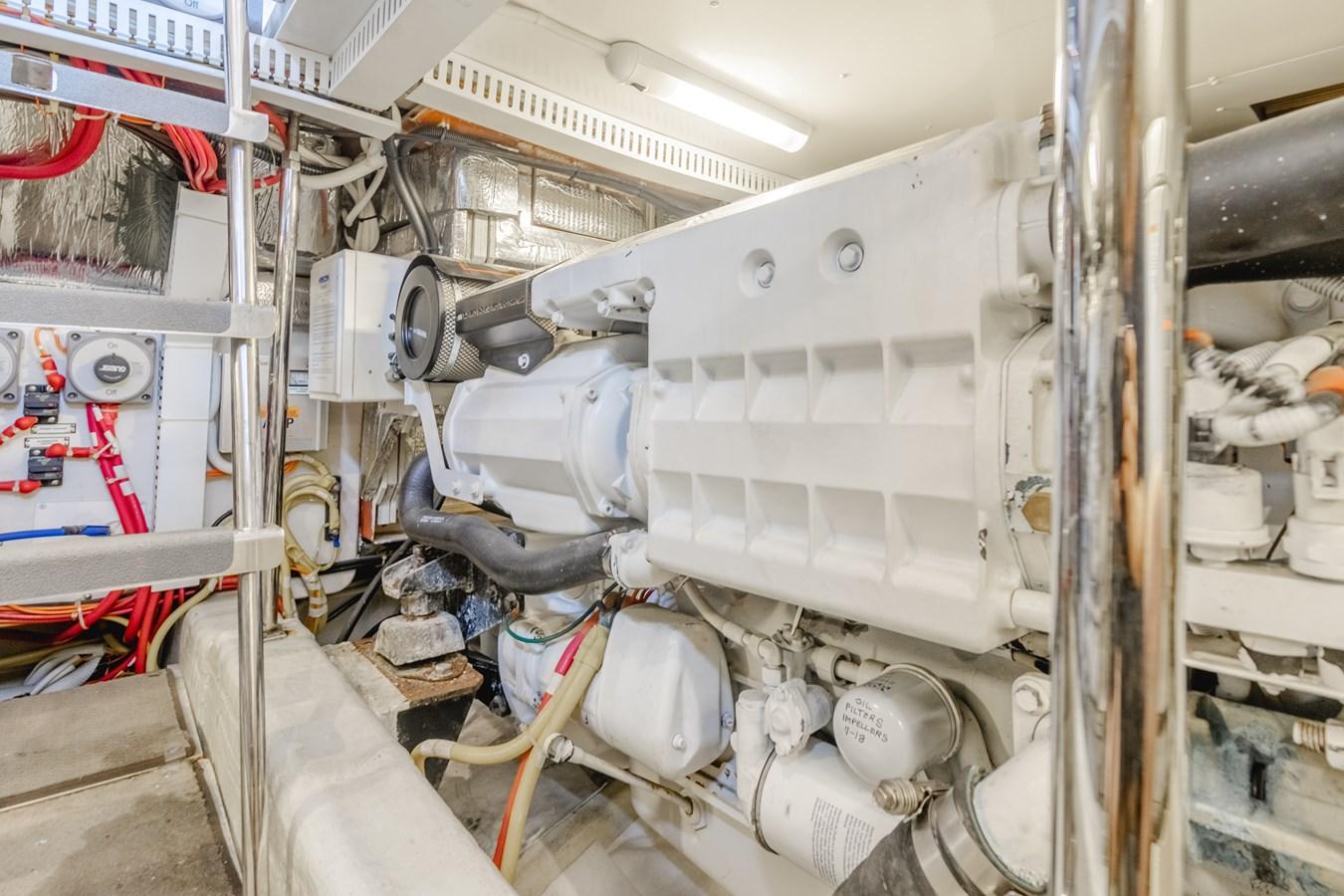 DSC03534-HDR 2005 CARVER  Motor Yacht 2737828