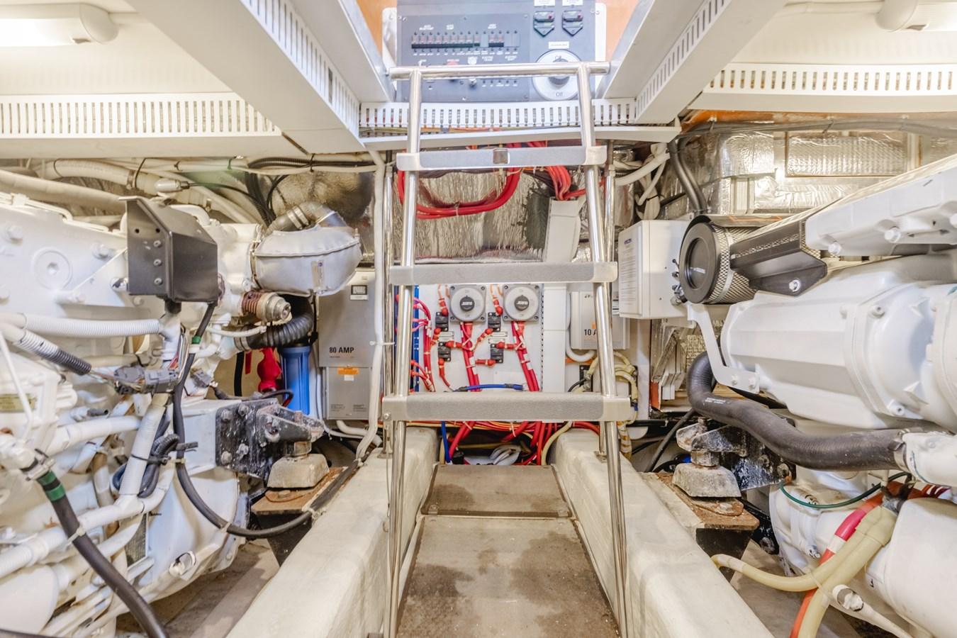 DSC03540-HDR 2005 CARVER  Motor Yacht 2737833