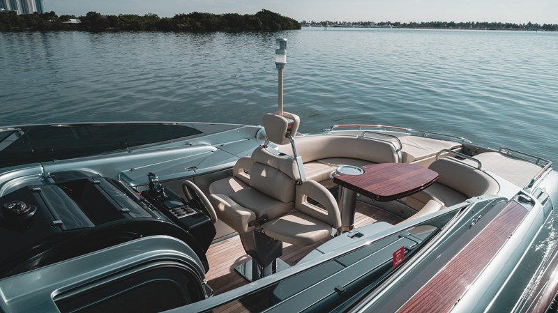 Helm Seat with Anchor Light and Side Seats 2016 RIVA 44 RIVARAMA SUPER Cruiser 2737901