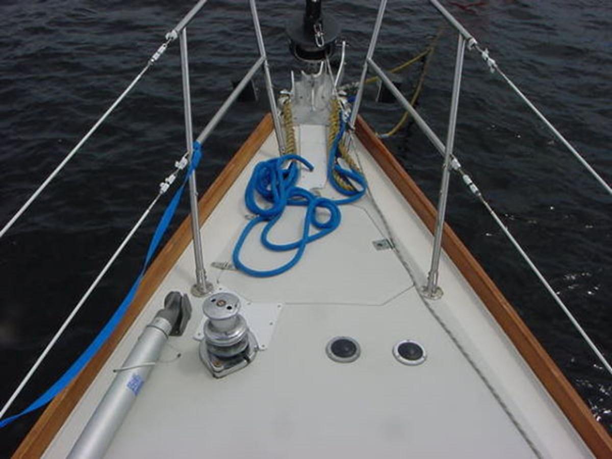 Sabre 425 Foredeck 1992 SABRE YACHTS Sabre 425 Cruising/Racing Sailboat 2738385