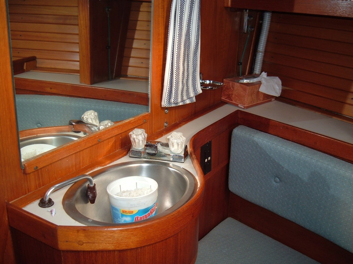 DSCF7501 1992 SABRE YACHTS Sabre 425 Cruising/Racing Sailboat 2738397