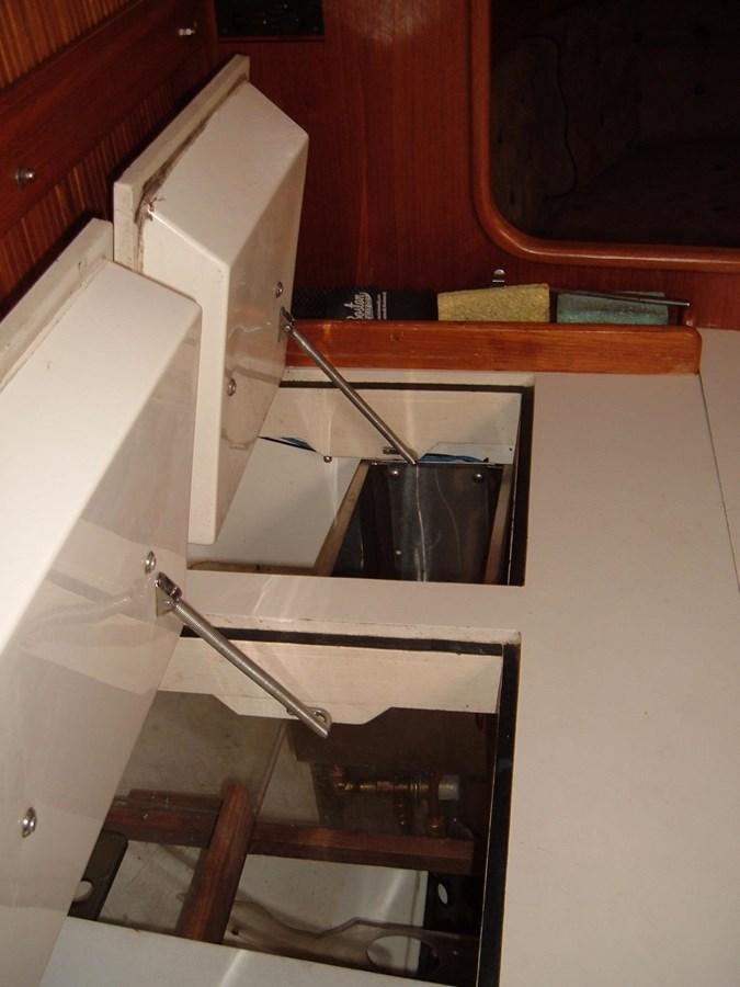 DSCF7505 1992 SABRE YACHTS Sabre 425 Cruising/Racing Sailboat 2738398