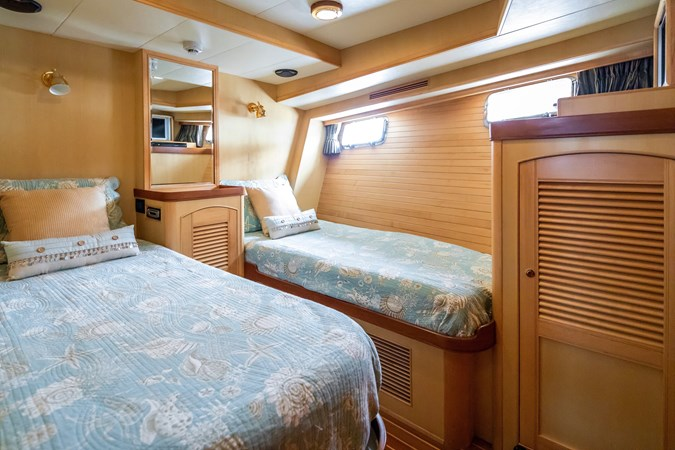 Guest Stateroom Port 2005 MARLOW Explorer 78E Motor Yacht 2765378