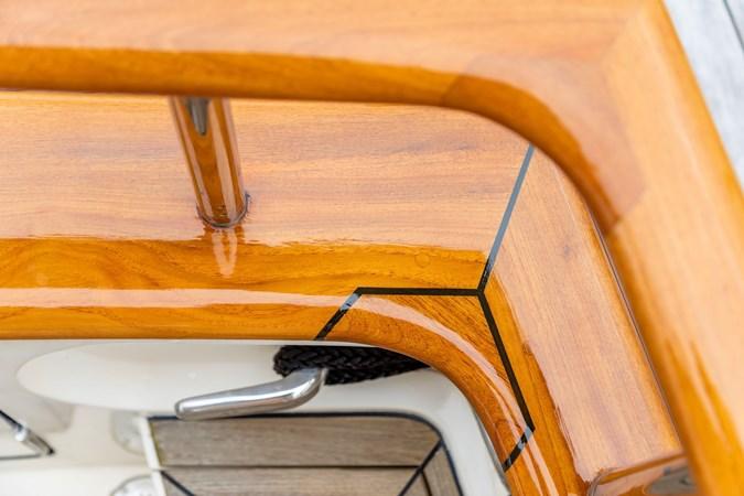 Varnished Handrail and Cap Rail 2005 MARLOW Explorer 78E Motor Yacht 2765383