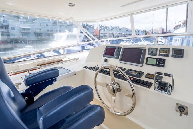 Flybridge Helm 2005 MARLOW Explorer 78E Motor Yacht 2765404