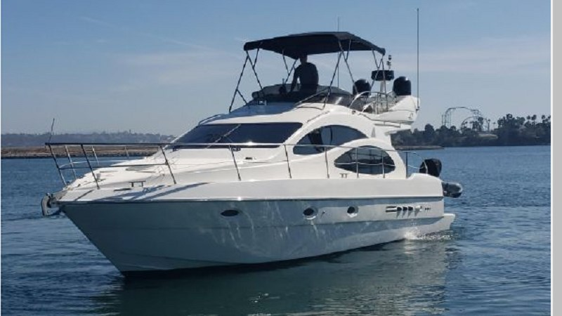 1 2001 AZIMUT 42 Flybridge Cruiser 2740251