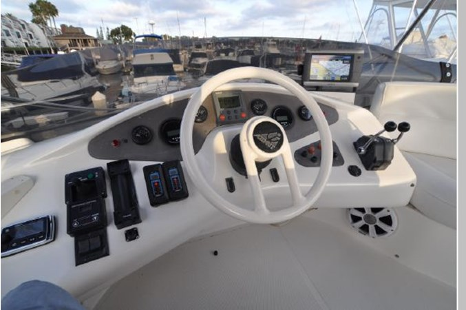 57 2001 AZIMUT 42 Flybridge Cruiser 2740310