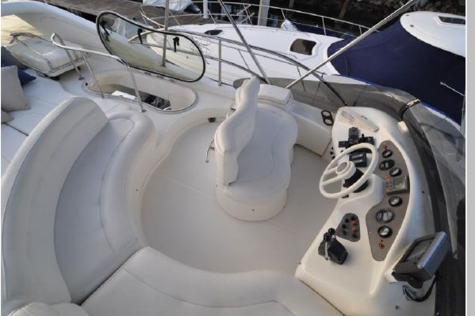 55 2001 AZIMUT 42 Flybridge Cruiser 2740326
