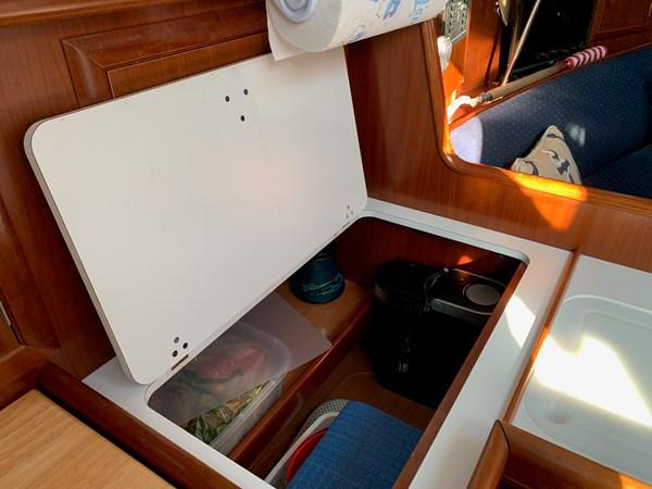044 2005 BENETEAU 331 Sloop Cruising Sailboat 2743481